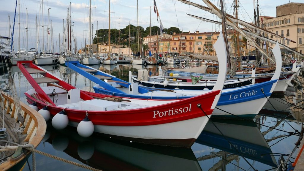 Le barche rossa e azzurra di casa vera icona